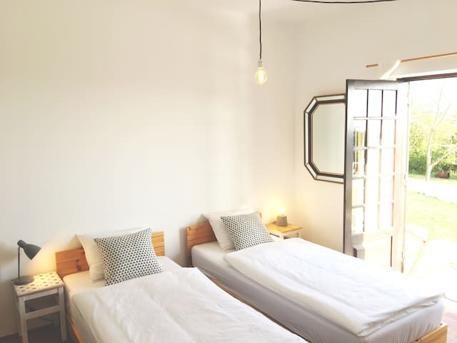 ELEMENTAL ERICEIRA GUESTHOUSE  -  Room 03