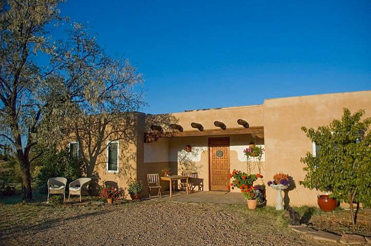 Beautiful, serene country home. - Santa Fe - House