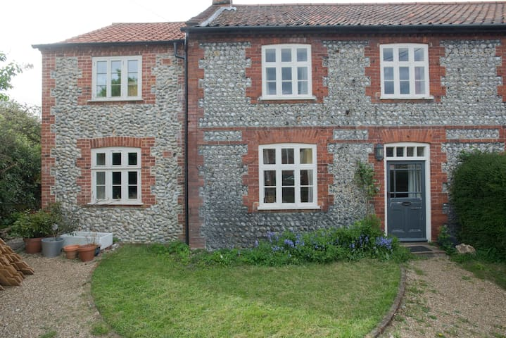 Gresham B&B-north Norfolk village nr Chaucer Barn