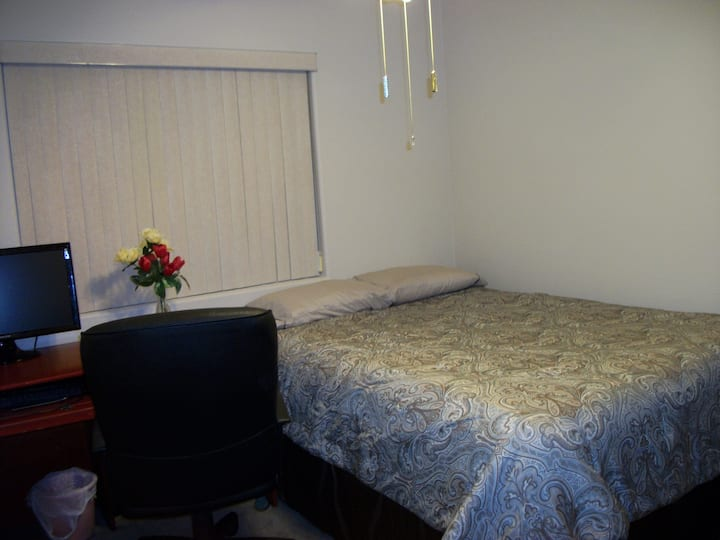 Quiet Room 15 mins from the Strip 2