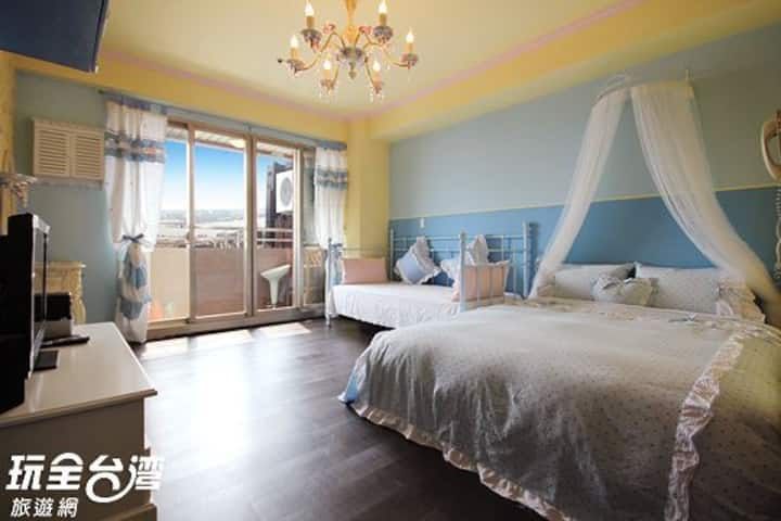Romantic sea view double room