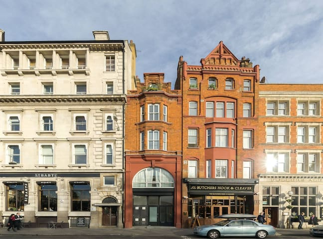 1BD flat in Victorian Bank building in great spot