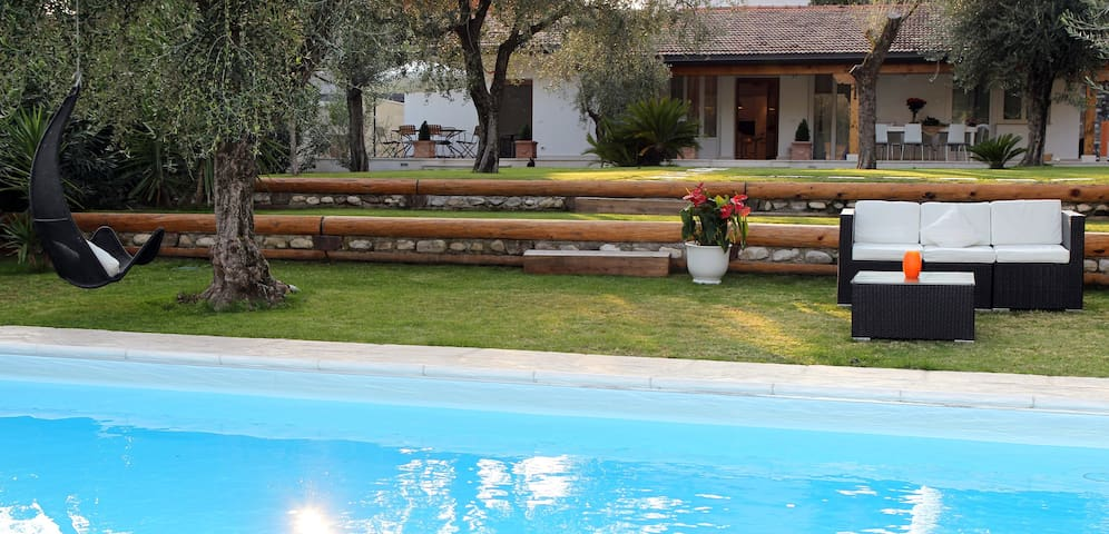 Villa with swimmingpool_LakeGarda