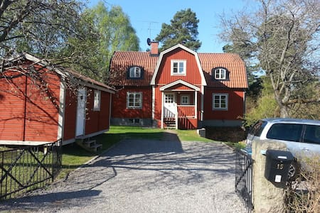 Charming villa close to Stockholm C - Danderyd