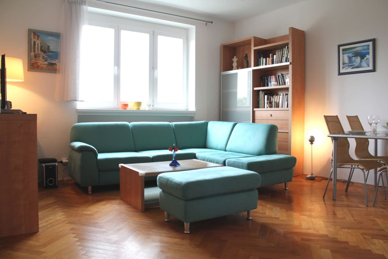 livingroom with big sofa-bed (200X180)