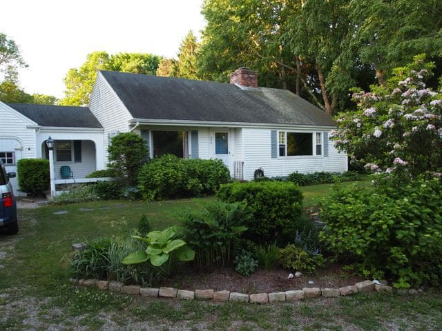Heart of Cape Cod 2-bedroom home - Barnstable - House