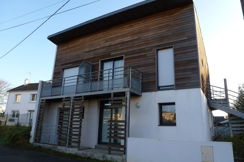 Un appartement d'architecte. Vous logerez au premier étage.