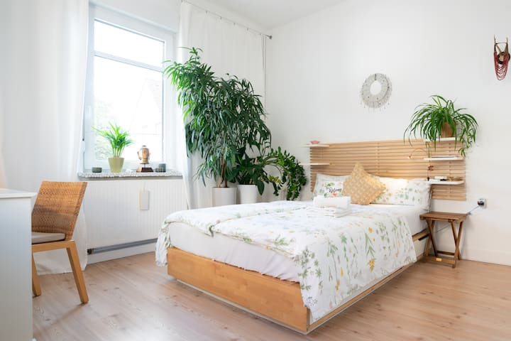♥URBAN JUNGLE♥ Sunny, comfy and central near tram!