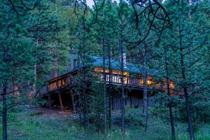 1914 CABIN BORDERING FOREST, FISHING + VIEWS