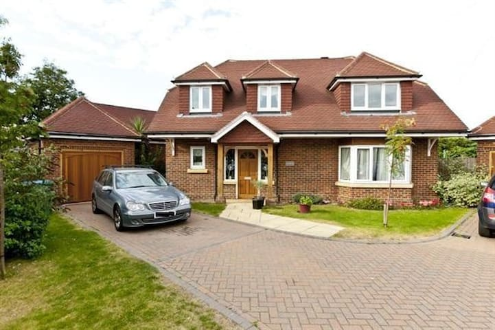 Great Modern Family House in Surrey - Walton-on-Thames - Casa