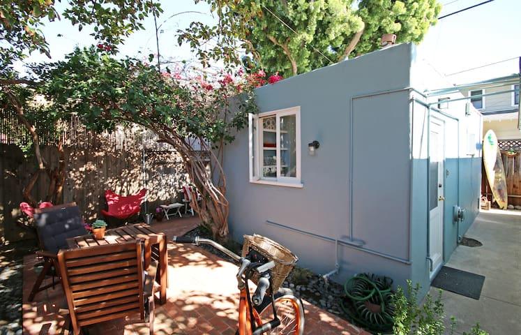 Coronado private studio avocado tree, sun, bikes