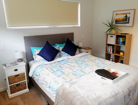 Private bedroom w en-suite/great getaway
