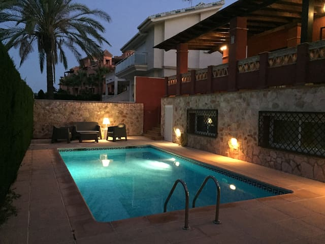 Great and quiet house in a golf resort + beach - Motril - Casa