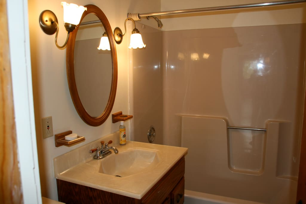 First floor full common bathroom