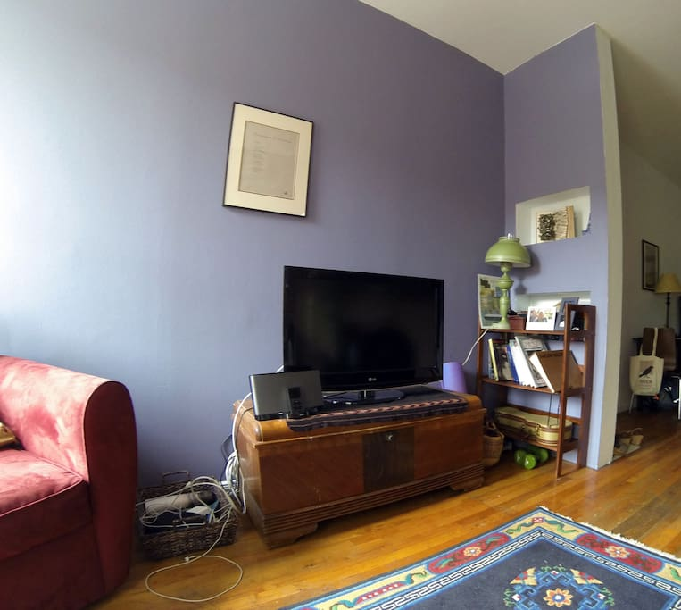 television nook with cable and apple TV
