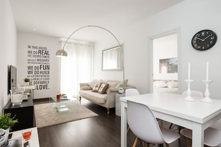 3Br Boutique Apt. with Balcony - Barcelona