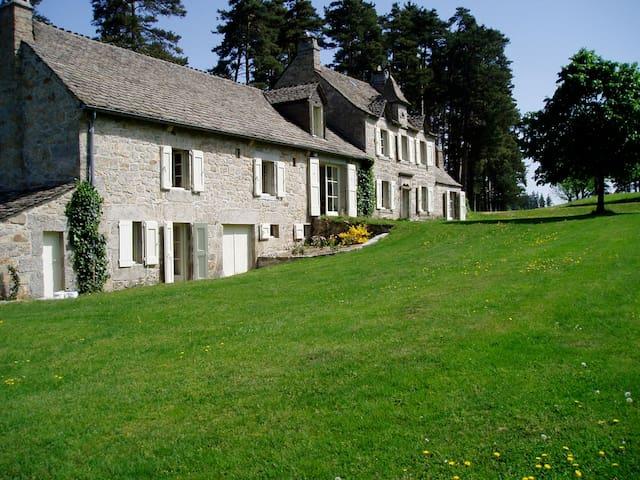 Demeure de charme en pleine nature - La Chaze-de-Peyre - House