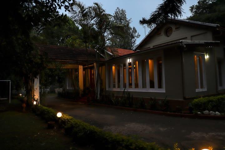 Shanthinikethan - Heritage Bungalow in Room #1