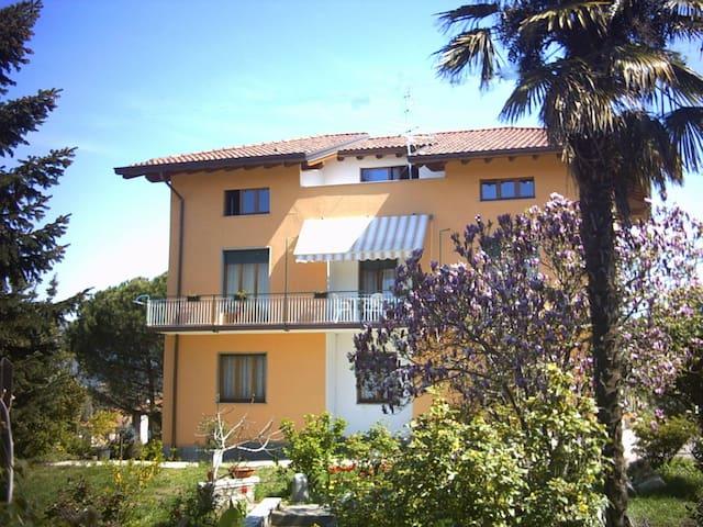 B&B Caslett-Family room - Visit Lake Como
