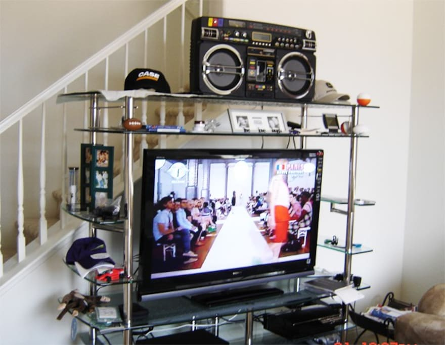 Entertainment - Internet TV, Boombox, PS3, DVD, Wi-Fi