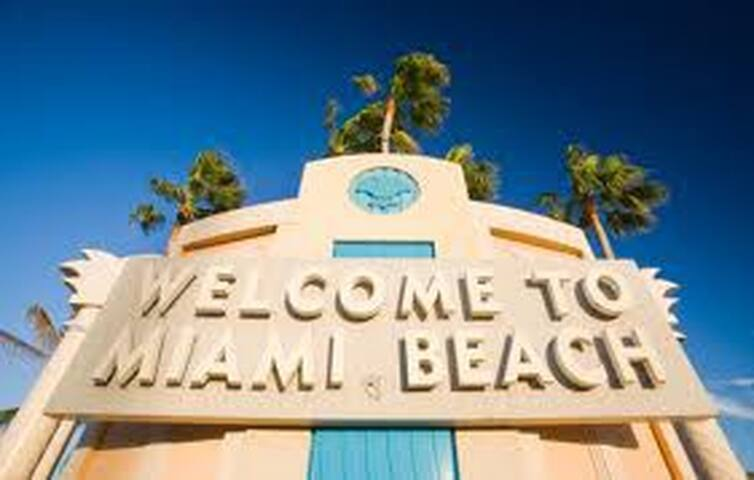 Located in the famous Miami Beach, with lots of tourist attractions and endless activities
