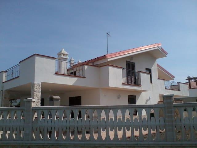 Сказочная вилла на набережной Трани - Trani - Villa