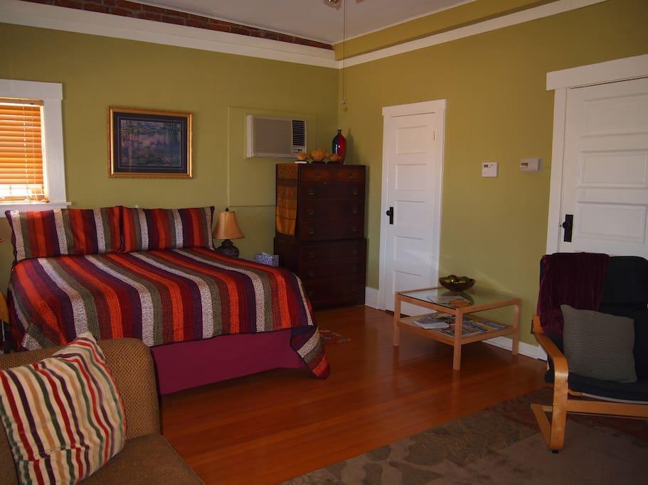 East studio apartment of Casa Amarilla- bedroom/living room,hardwood floors