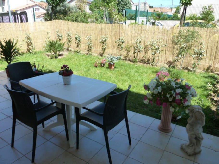 Bel appartement moderne avec jardin appartements louer for Appartement avec jardin marseille