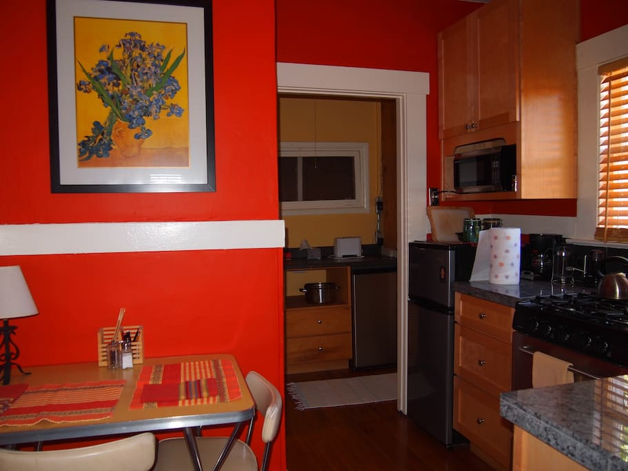 East kitchen, granite counters, commercial stainless stove, fully equipped!