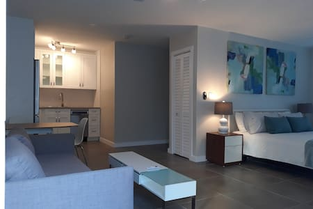 Beachside Modern Apartment - Pet Friendly