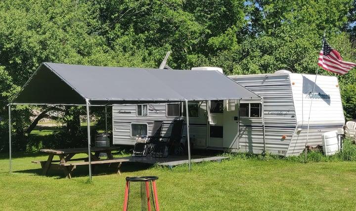 Cozy Coachmen Camper with amenities