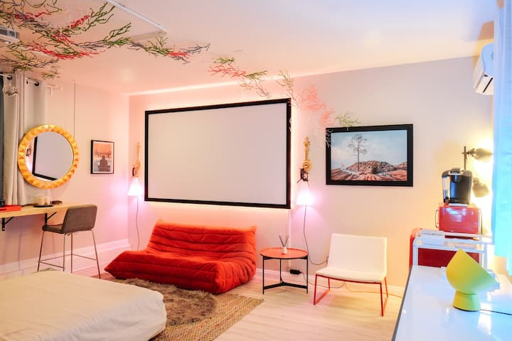 Modern Couple's Lounge With Bedroom Theater ~_~