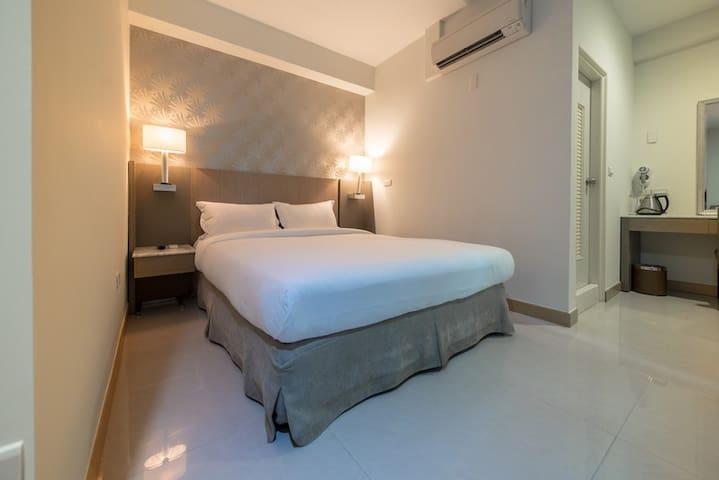 嘉義.憩: 雙人浪漫美房(602) A romantic room for two