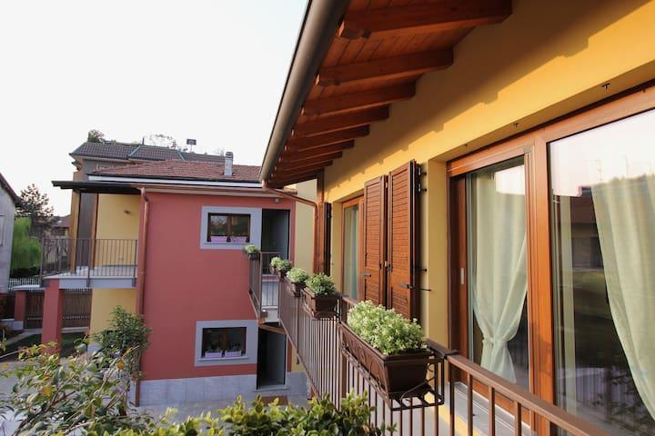 """Appartamento""""SUNFLOWER"""" vicino a FIERA MILANO-RHO"""