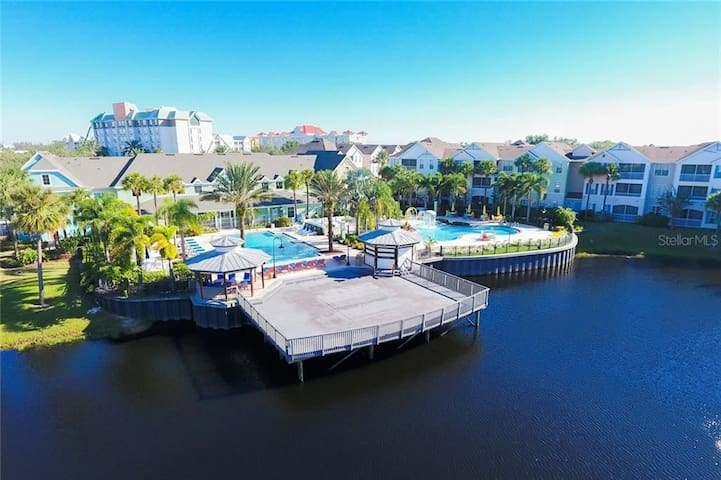 Gated community, 5 miles from Disney