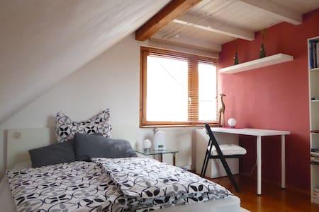Dachgeschoss Studio mit Feldbergblick und Balkon
