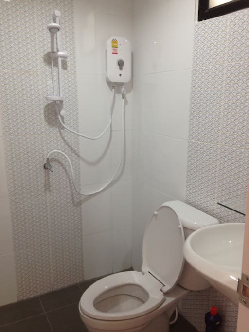 มีห้องน้ำส่วนตัว  มีน้ำอุ่น