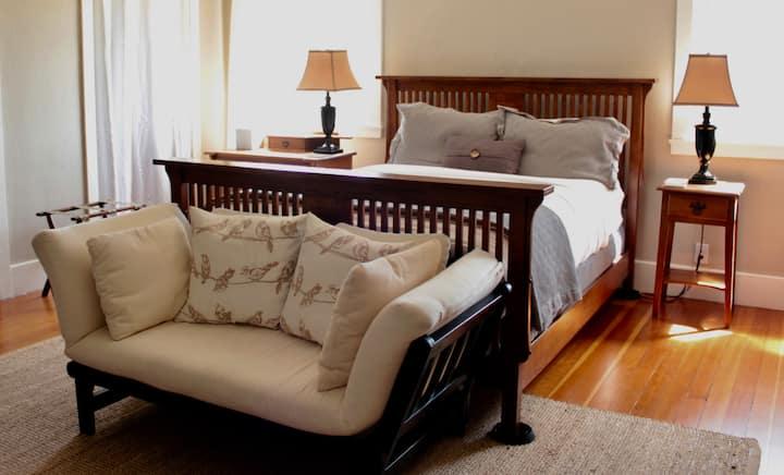 Historic Landmark House -Room #5 The Morning Dove