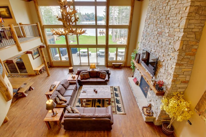 Luxury lakefront home w/dock, beach, bar & theater room