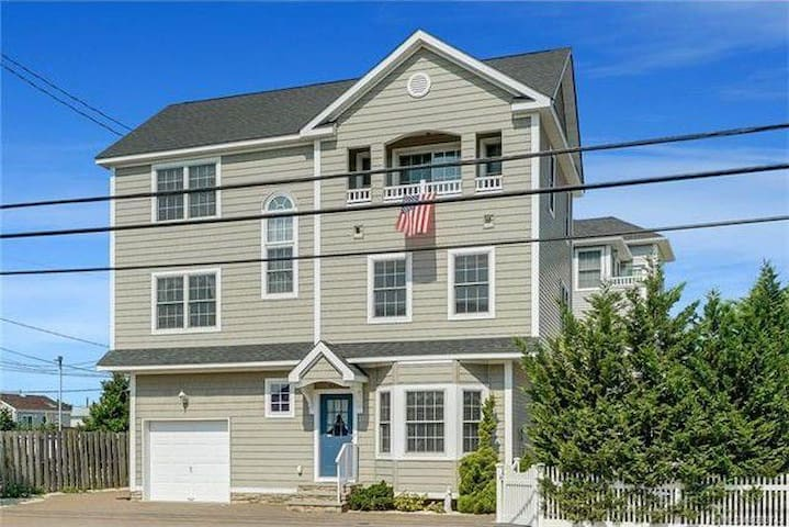 5 BR Lavallette Beach House - Sleeps 14!