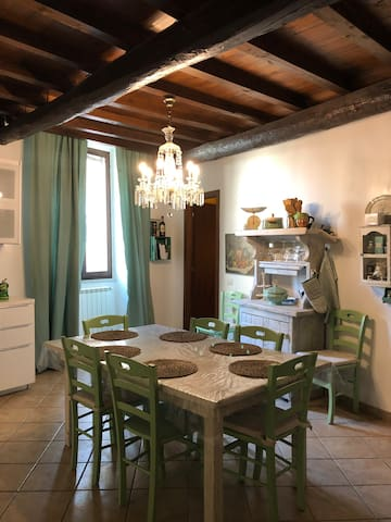 Lovely 7 people apartment in medieval city center