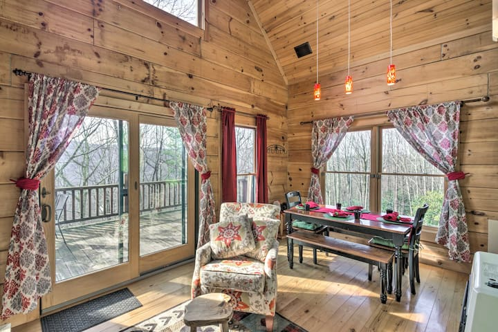 Beech Mountain Cabin w/ 180° Views - Near Hiking!