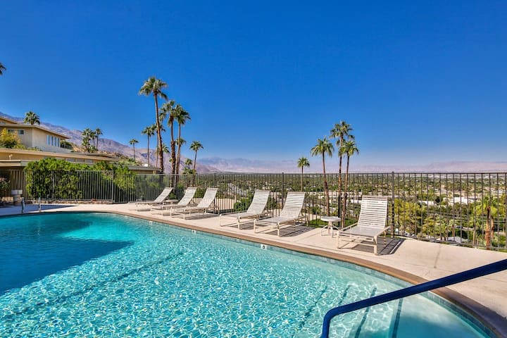 Stunning modern condo w/ stunning views, a shared pool/hot tub, & private patio