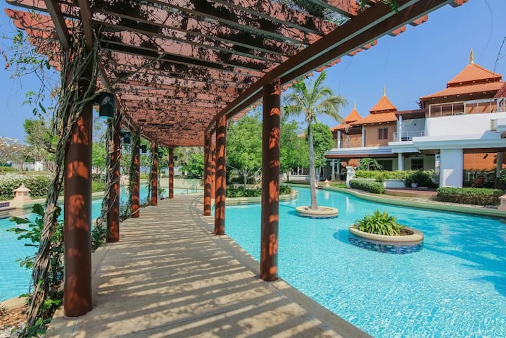 Luxury beachfront condo Hua hin