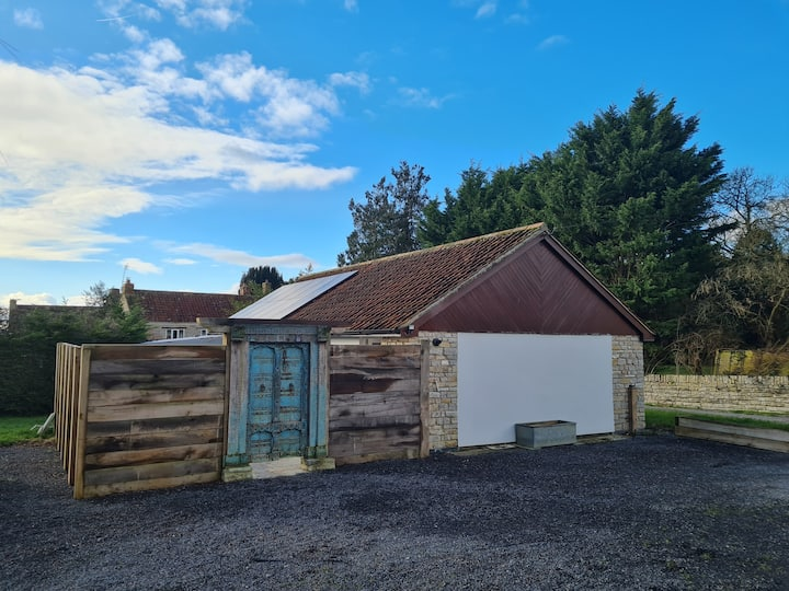 Peaceful Holiday Cottage in 3 Acre Estate