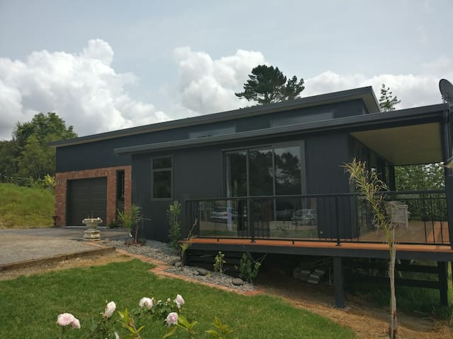 Your own separate and private new farm stay cottage