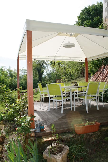 La terrasse couverte / the covered terrace