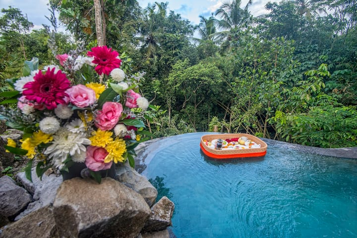 Cozy 2Br Balinese Family Villa with Private Pool
