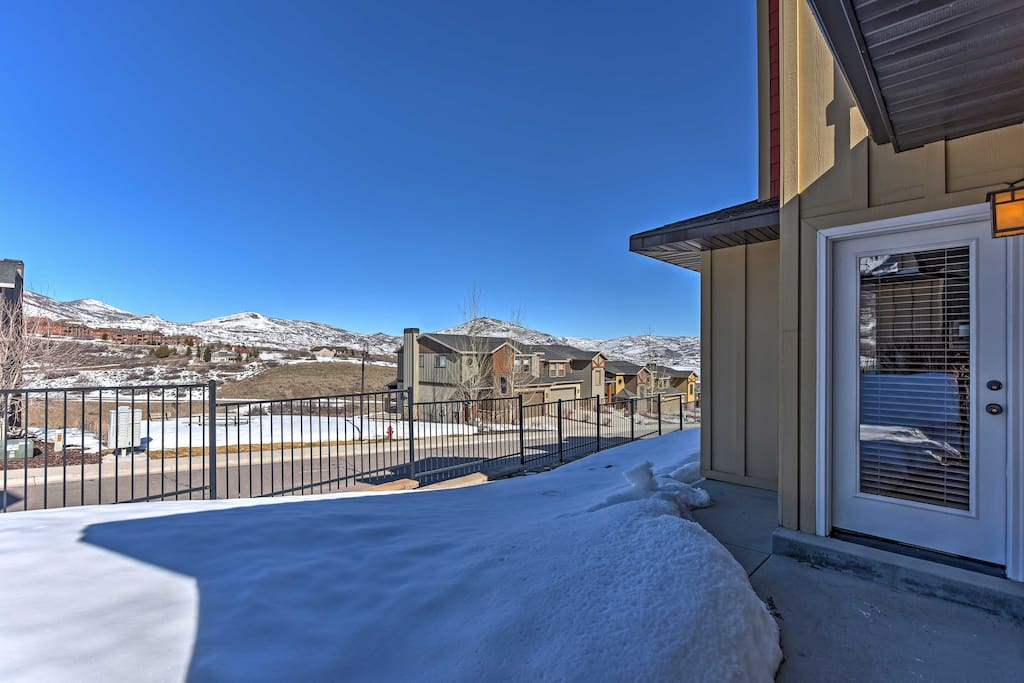 Enjoy spectacular mountain views right from this home for 8!