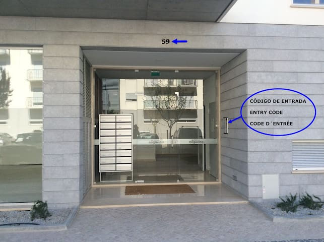 Entrada principal Nº59 / Access apartment Nº59